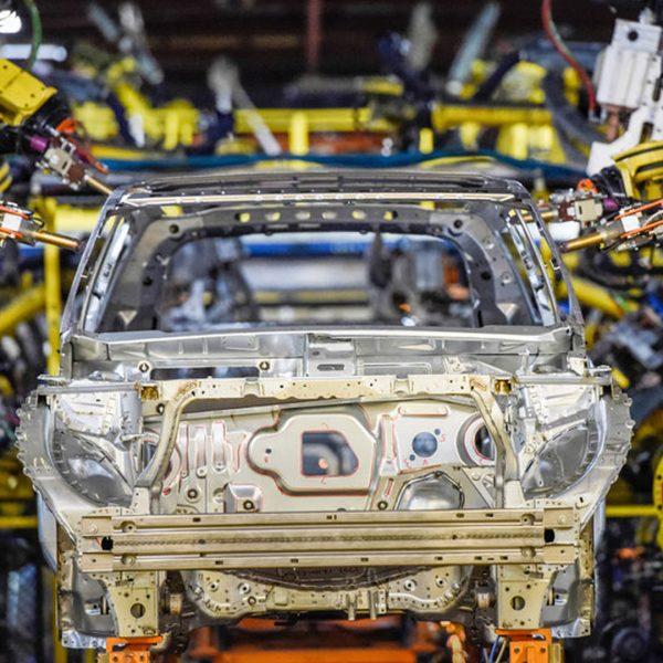 صنایع شیمیایی چسب زیپر - zipper glue | شرکت خودروسازی جنرال موتورز در خودروی اسپرت جدید اَکادیای خود از چسب استفاده کرده که باعث کاهش ۳۰۰ کیلوگرمی وزن آن شده است